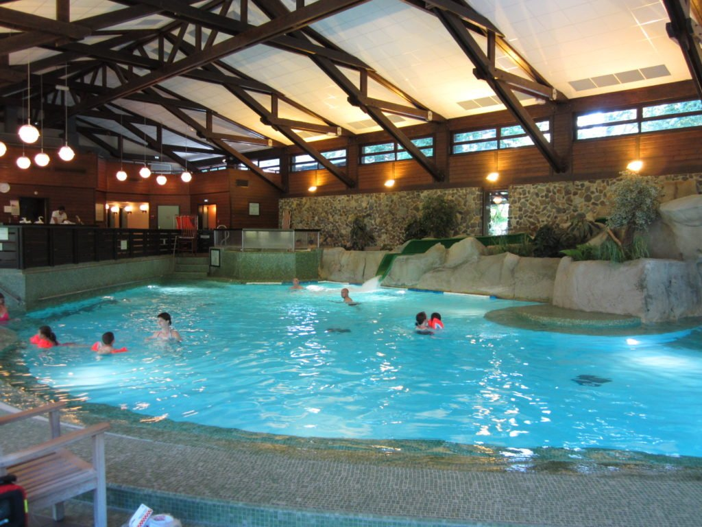 disney sequoia lodge piscine