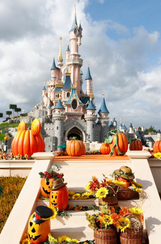 halloween décor disneyland paris